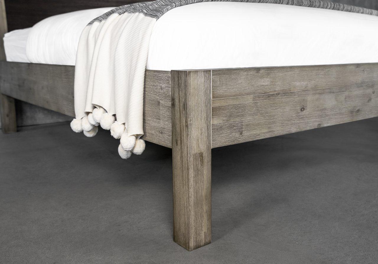 Corsica Bed, Legs