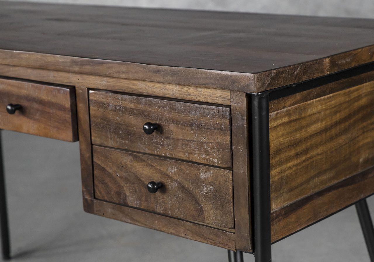 Kaos Desk, Close Up