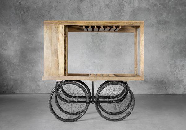 Merchant Cart, Front