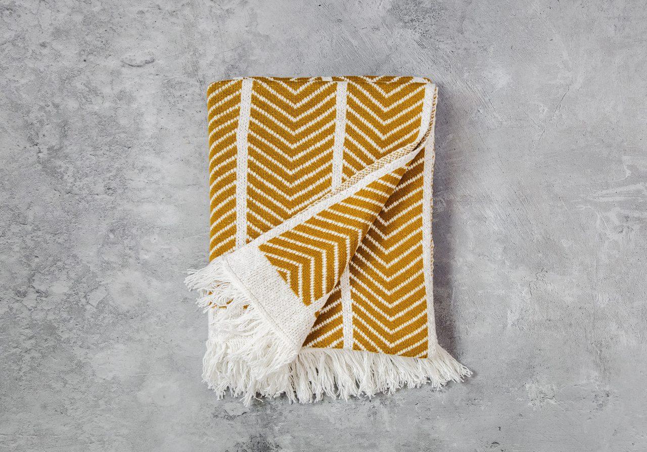 Zigzag Mustard Throw 40 x 70, Fold