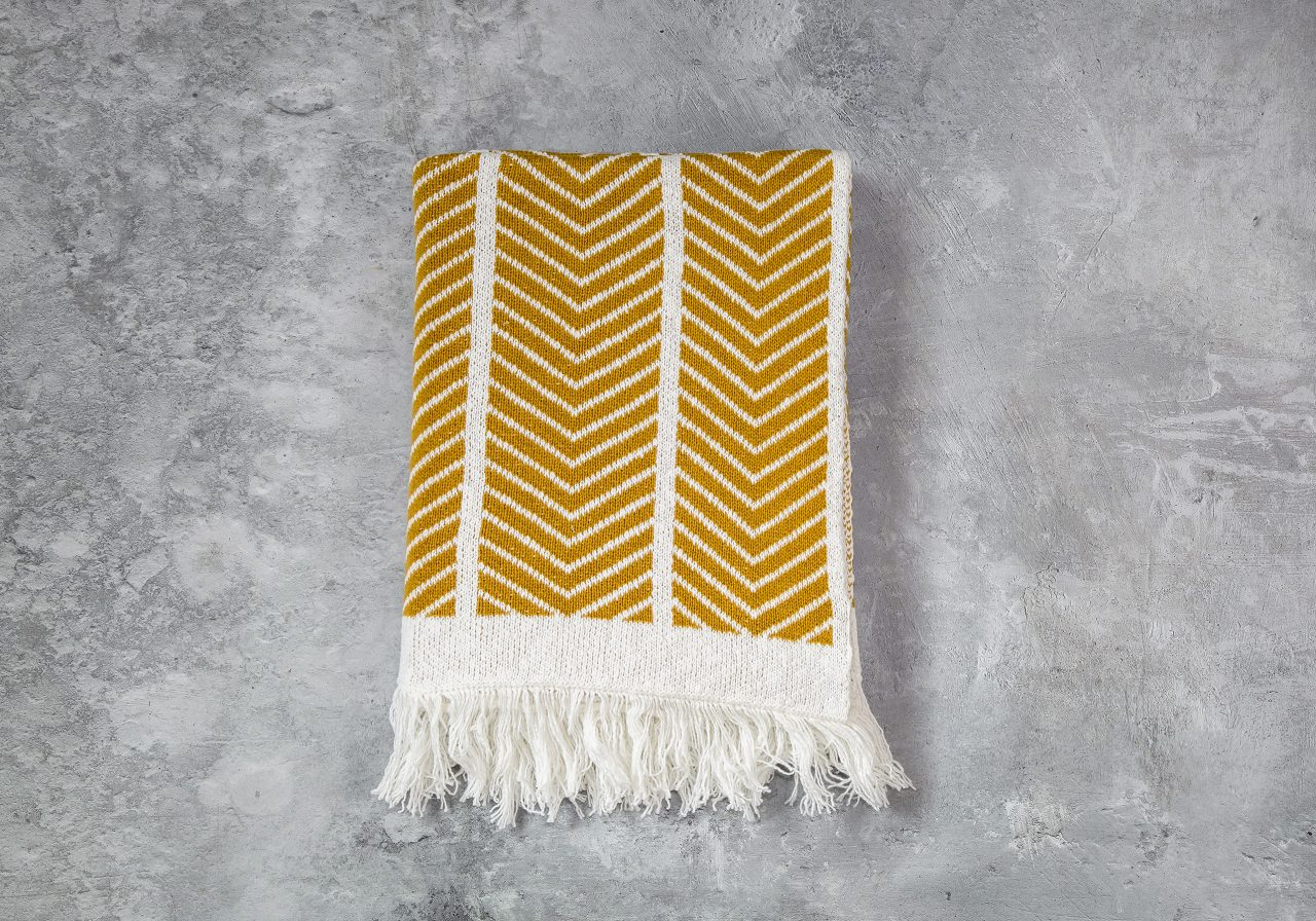 Zigzag Mustard Throw 40 x 70, Top