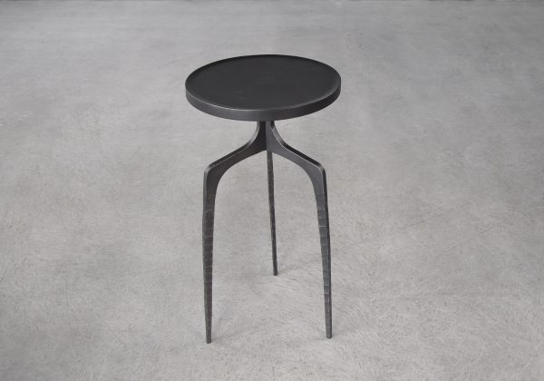 Jules Sidetable, Top, Angle